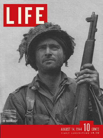 AIRBORNE INFANTRY OFFICER IN NORMANDY